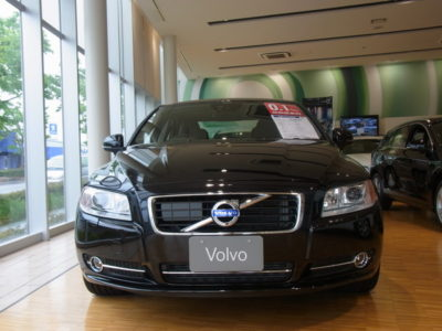 TOP OF VOLVO S80