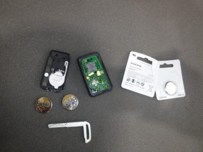 リモートコントロールキー/PCC – 電池の交換